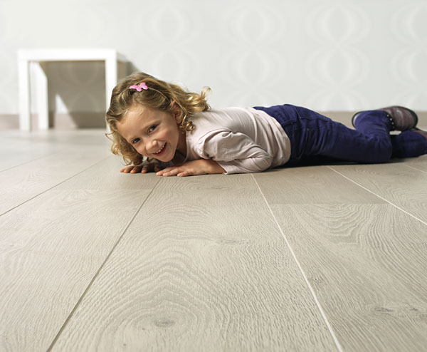 quick step parquet flottant largo ch ne vieilli blanc planches lpu1285. Black Bedroom Furniture Sets. Home Design Ideas